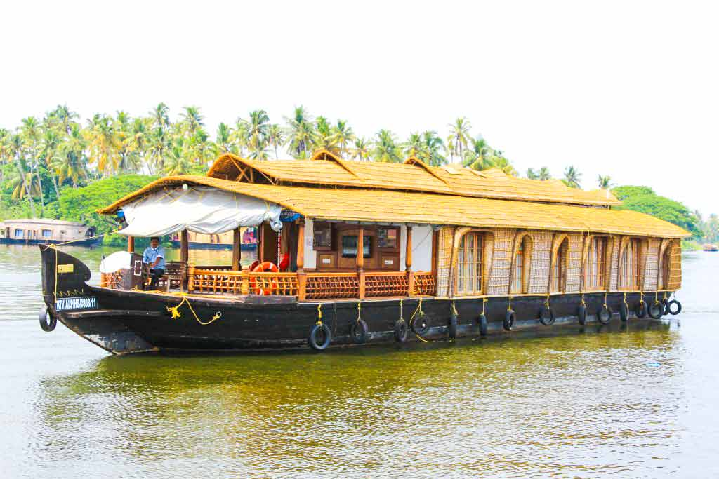 Triple Bedroom Deluxe Alleppey Boathouse Package